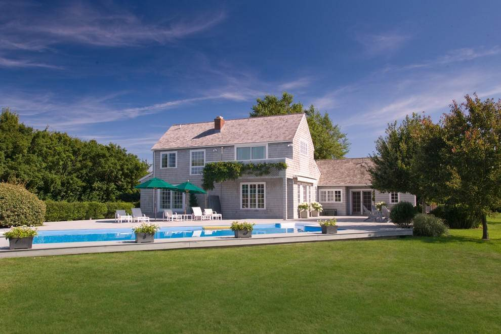 Single Family Home at Extreme South Bridgehampton. Hear The Ocean Bridgehampton, NY 11932