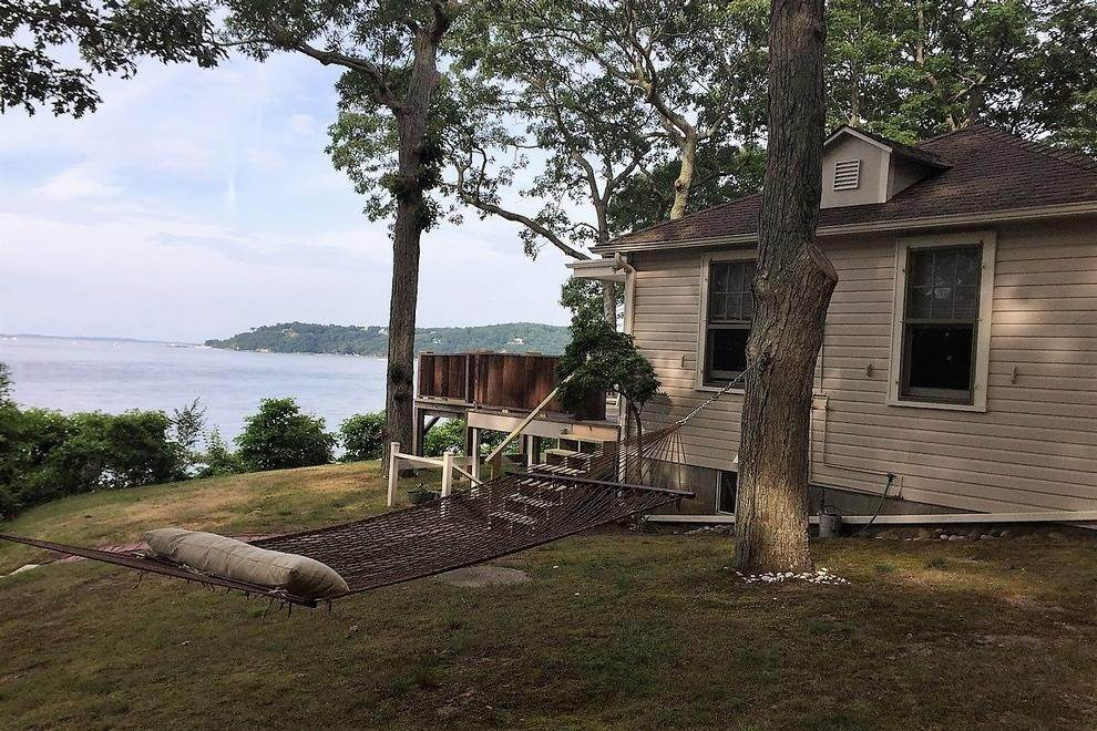 6. Single Family Home at 180 Degree View Of Beautiful Crescent Beach Shelter Island Heights, NY 11964