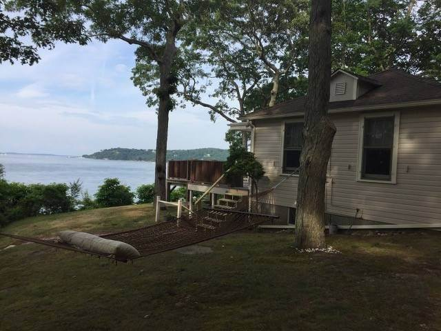 13. Single Family Home at 180 Degree View Of Beautiful Crescent Beach Shelter Island Heights, NY 11964