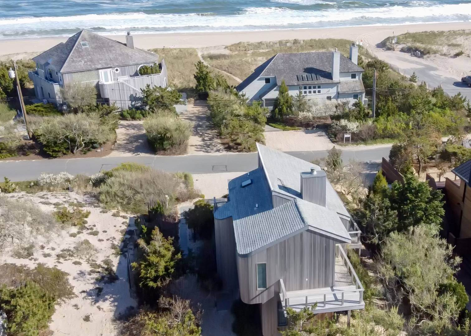19. Single Family Home at Amagansett Dunes Beach House Napeague, NY 11930