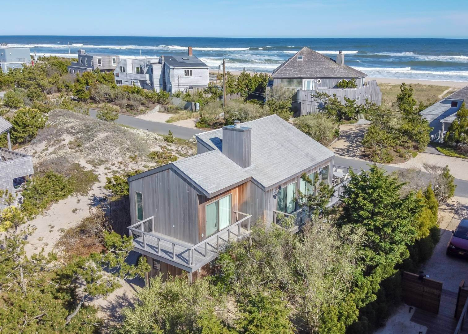17. Single Family Home at Amagansett Dunes Beach House Napeague, NY 11930