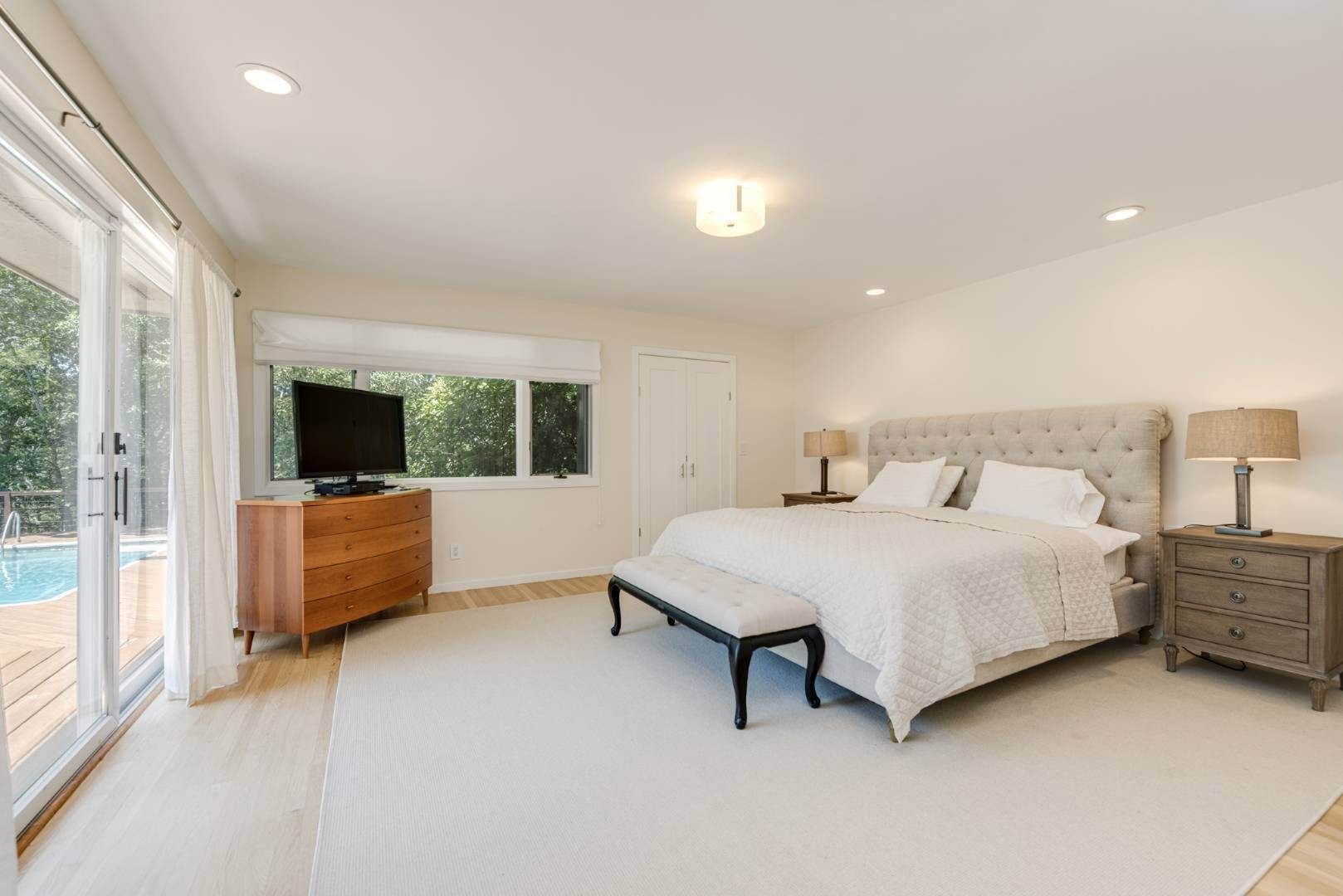 6. Single Family Home at Contemporary Luxury, Newly Furnished With High End Furnishings Southampton, NY 11976