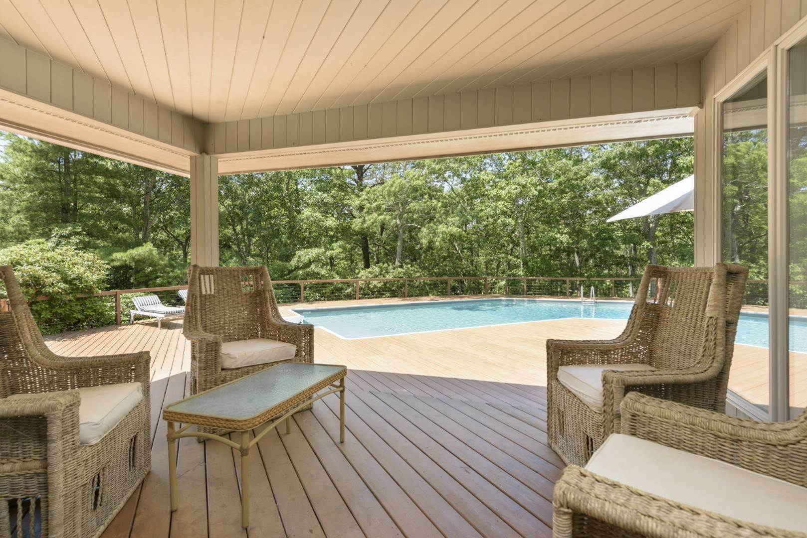 11. Single Family Home at Contemporary Luxury, Newly Furnished With High End Furnishings Southampton, NY 11976