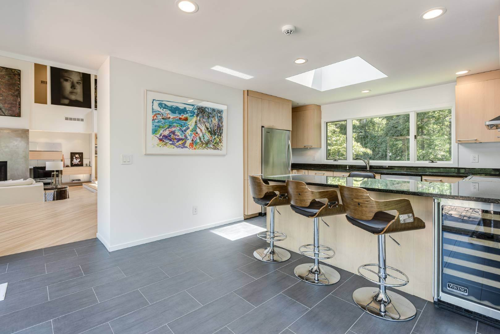 8. Single Family Home at Contemporary Luxury, Newly Furnished With High End Furnishings Southampton, NY 11976