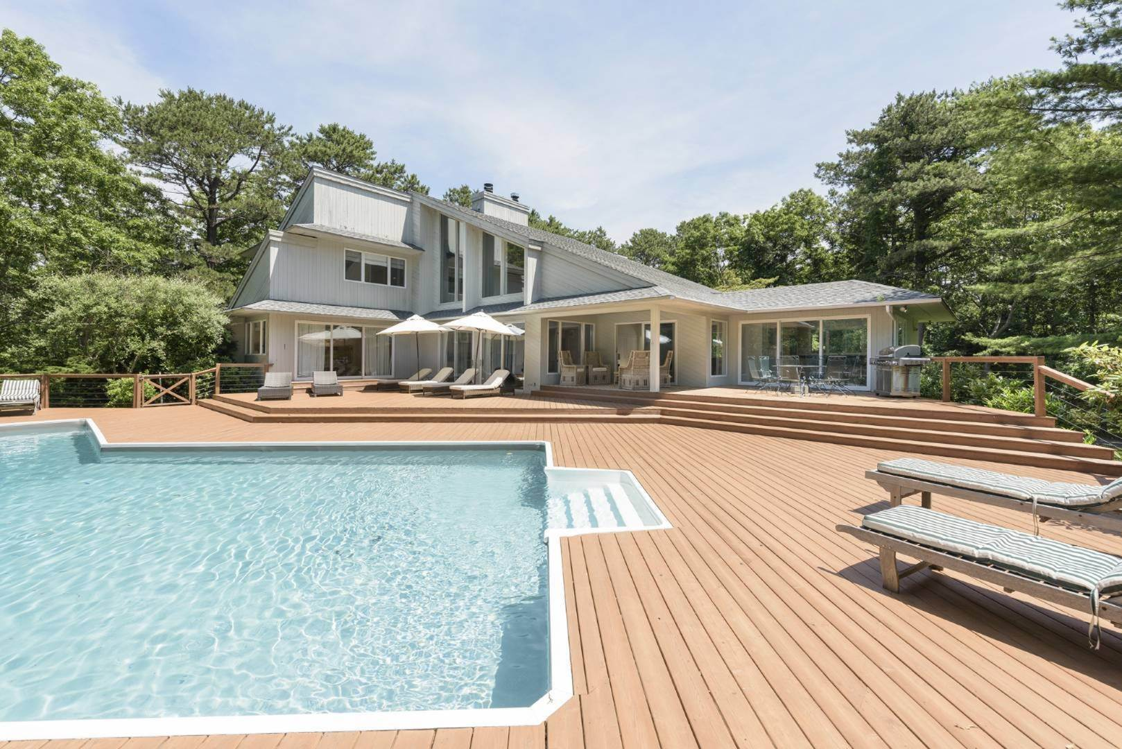14. Single Family Home at Contemporary Luxury, Newly Furnished With High End Furnishings Southampton, NY 11976