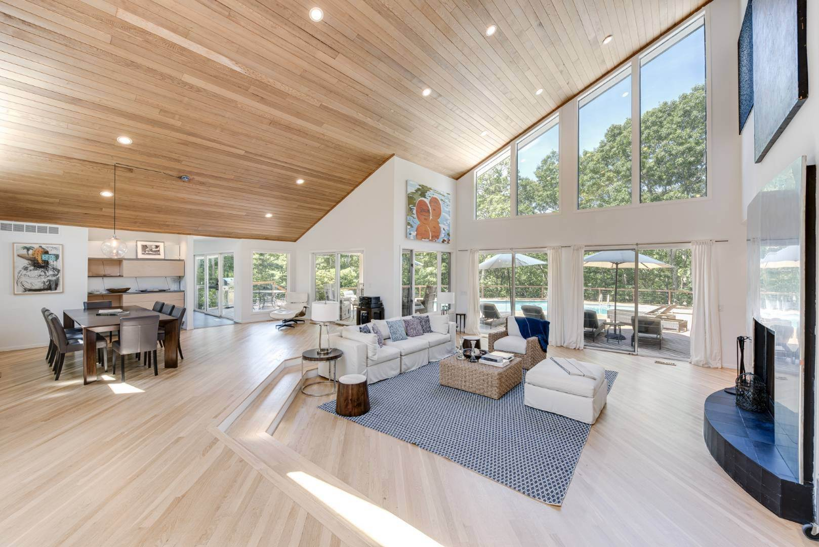 3. Single Family Home at Contemporary Luxury, Newly Furnished With High End Furnishings Southampton, NY 11976