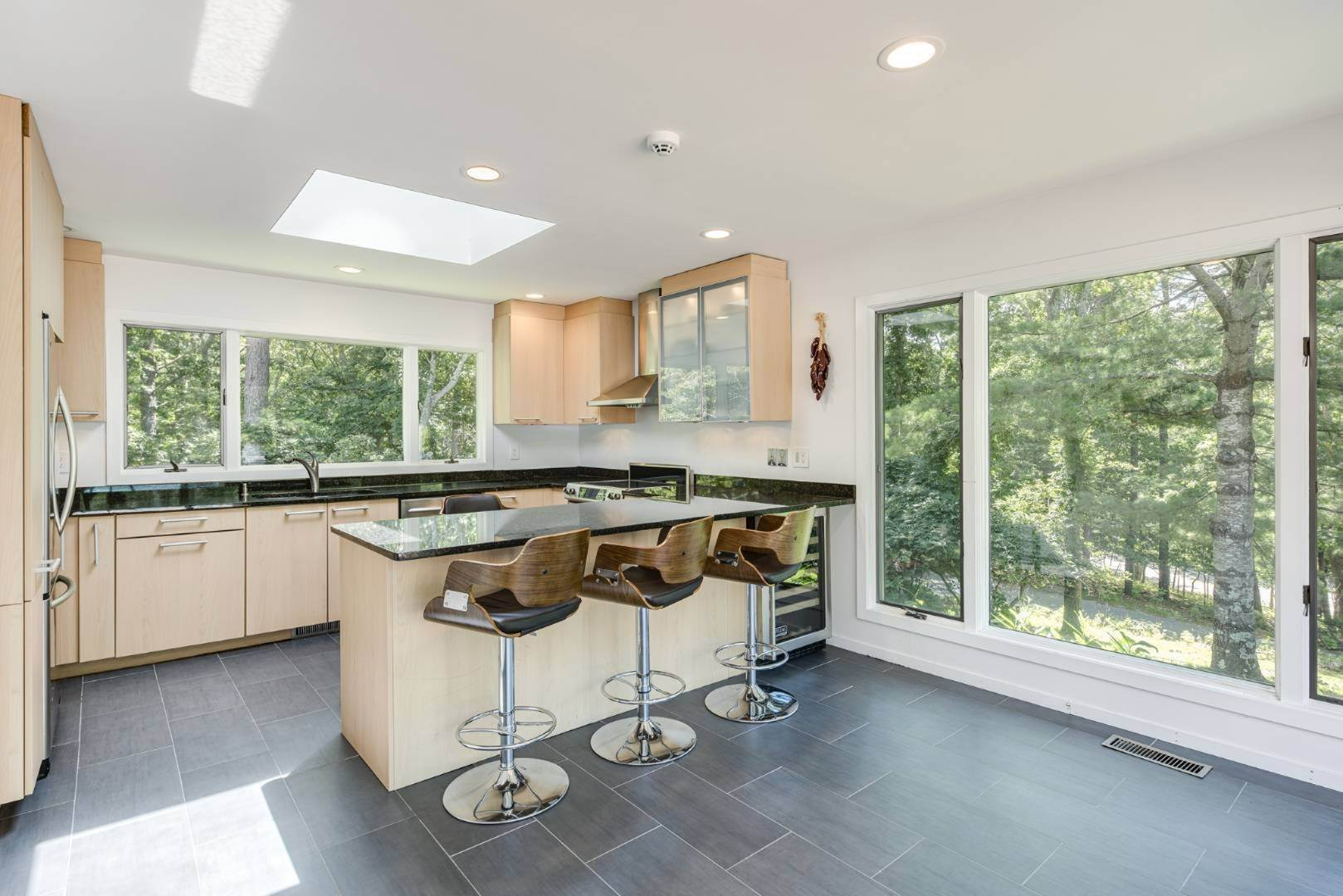 17. Single Family Home at Contemporary Luxury, Newly Furnished With High End Furnishings Southampton, NY 11976