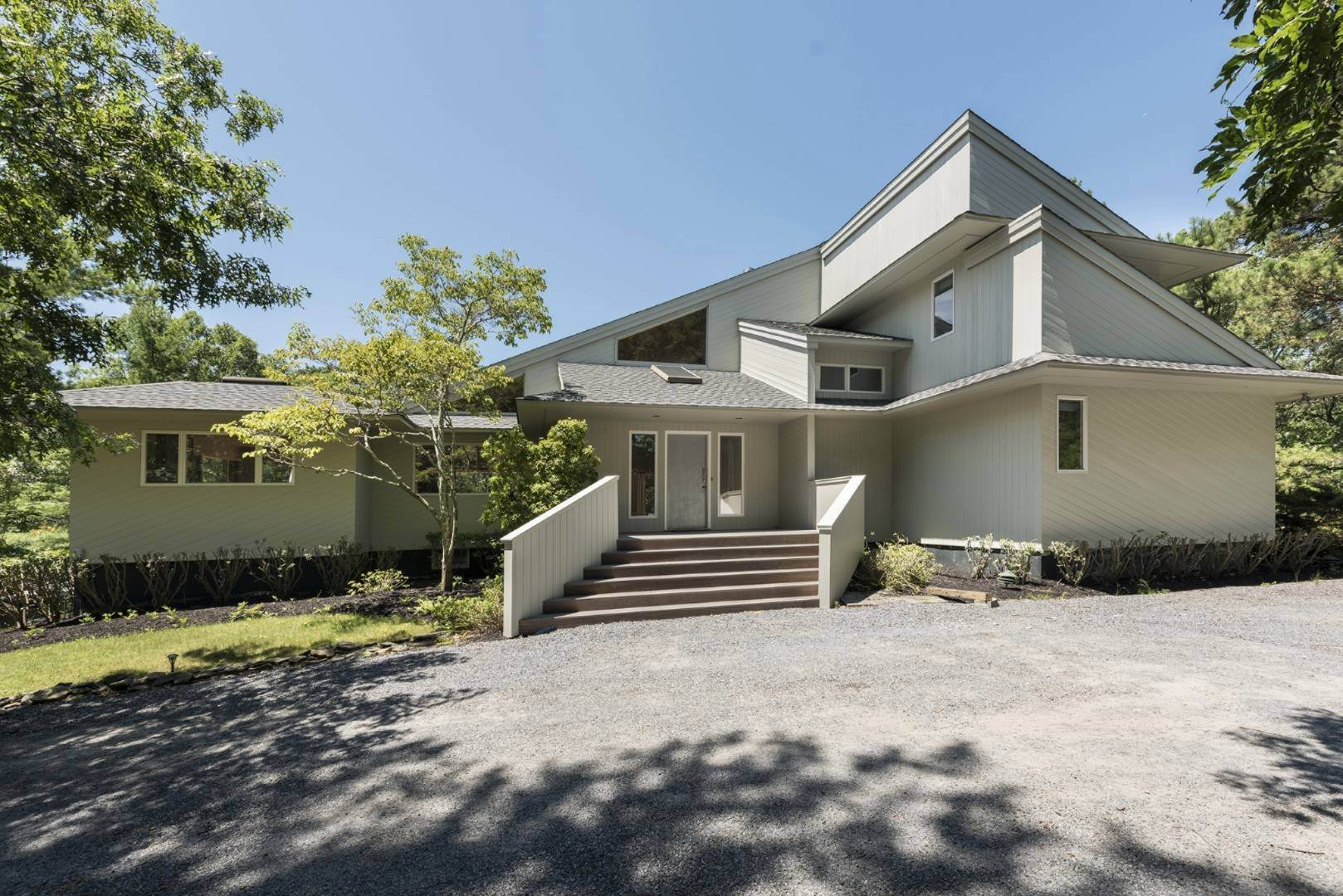 13. Single Family Home at Contemporary Luxury, Newly Furnished With High End Furnishings Southampton, NY 11976
