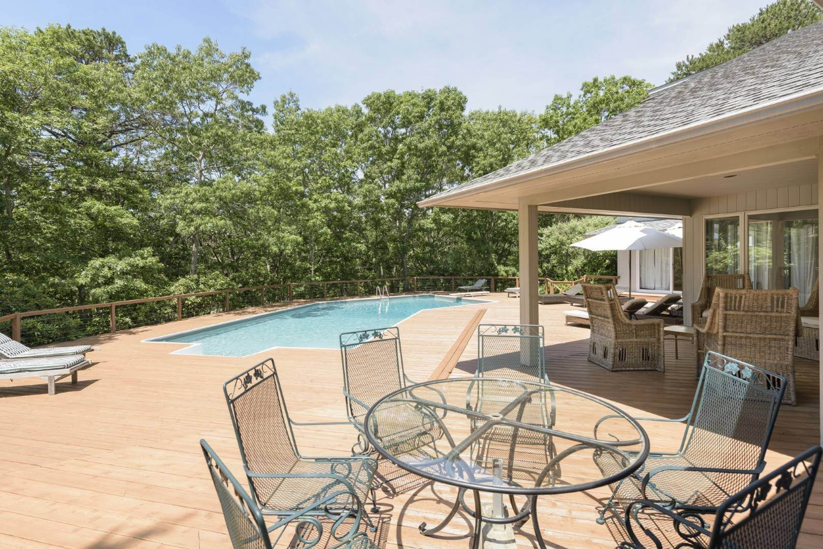 19. Single Family Home at Contemporary Luxury, Newly Furnished With High End Furnishings Southampton, NY 11976