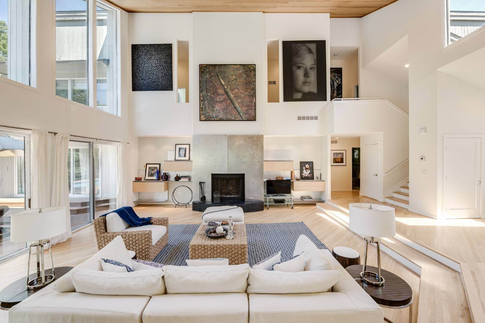 4. Single Family Home at Contemporary Luxury, Newly Furnished With High End Furnishings Southampton, NY 11976