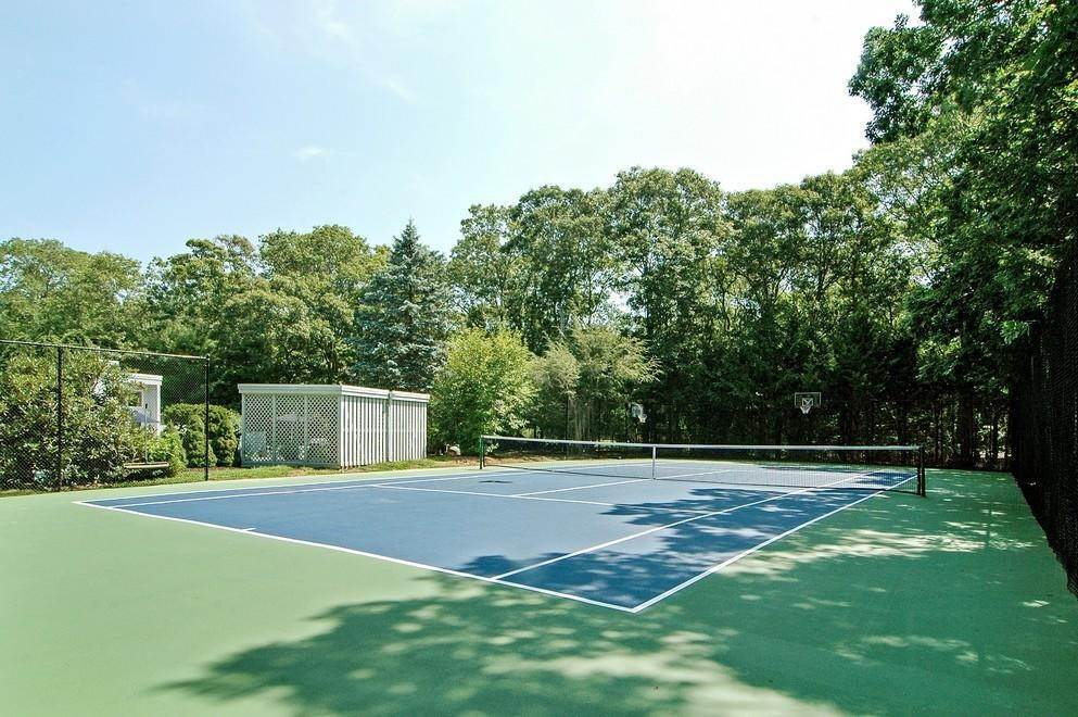 3. Single Family Home at Sprawling Contemporary With Pool And Tennis Southampton, NY 11968