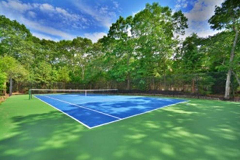 21. Single Family Home at Sprawling Contemporary With Pool And Tennis Southampton, NY 11968