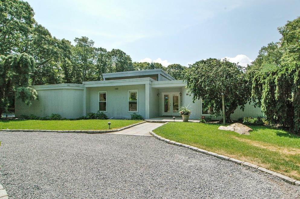 Single Family Home at Sprawling Contemporary With Pool And Tennis Southampton, NY 11968