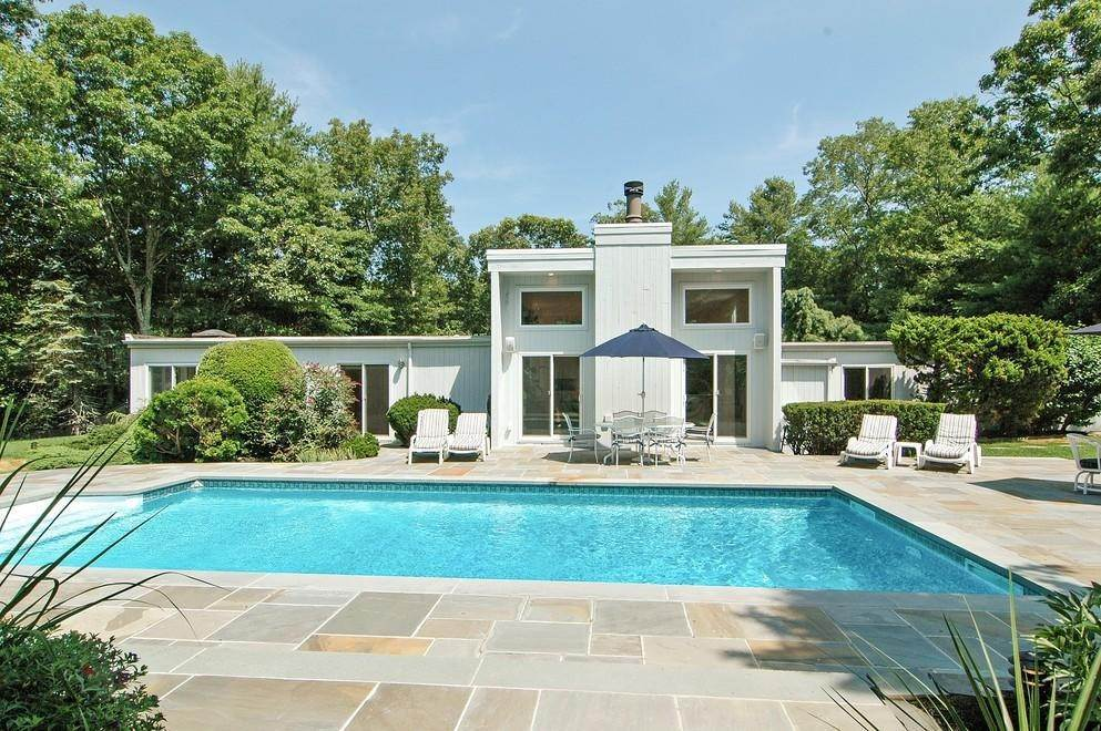 2. Single Family Home at Sprawling Contemporary With Pool And Tennis Southampton, NY 11968