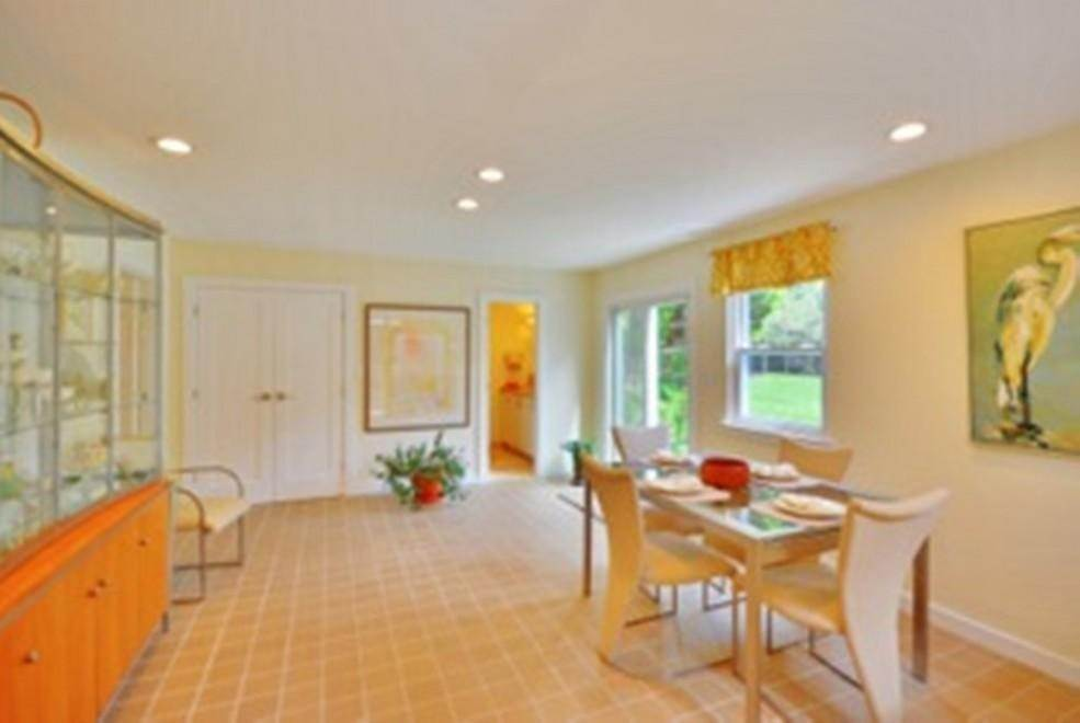 16. Single Family Home at Sprawling Contemporary With Pool And Tennis Southampton, NY 11968