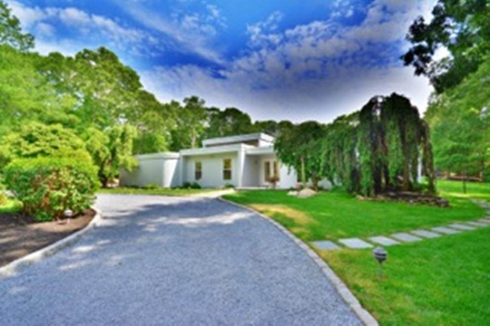13. Single Family Home at Sprawling Contemporary With Pool And Tennis Southampton, NY 11968