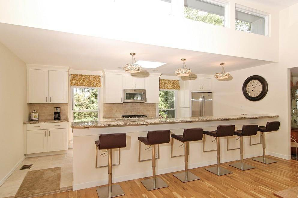 6. Single Family Home at Sprawling Contemporary With Pool And Tennis Southampton, NY 11968