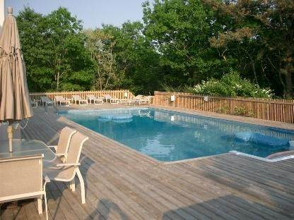 5. Single Family Home at Ultra Private With Pool And Tennis Bridgehampton, NY 11932