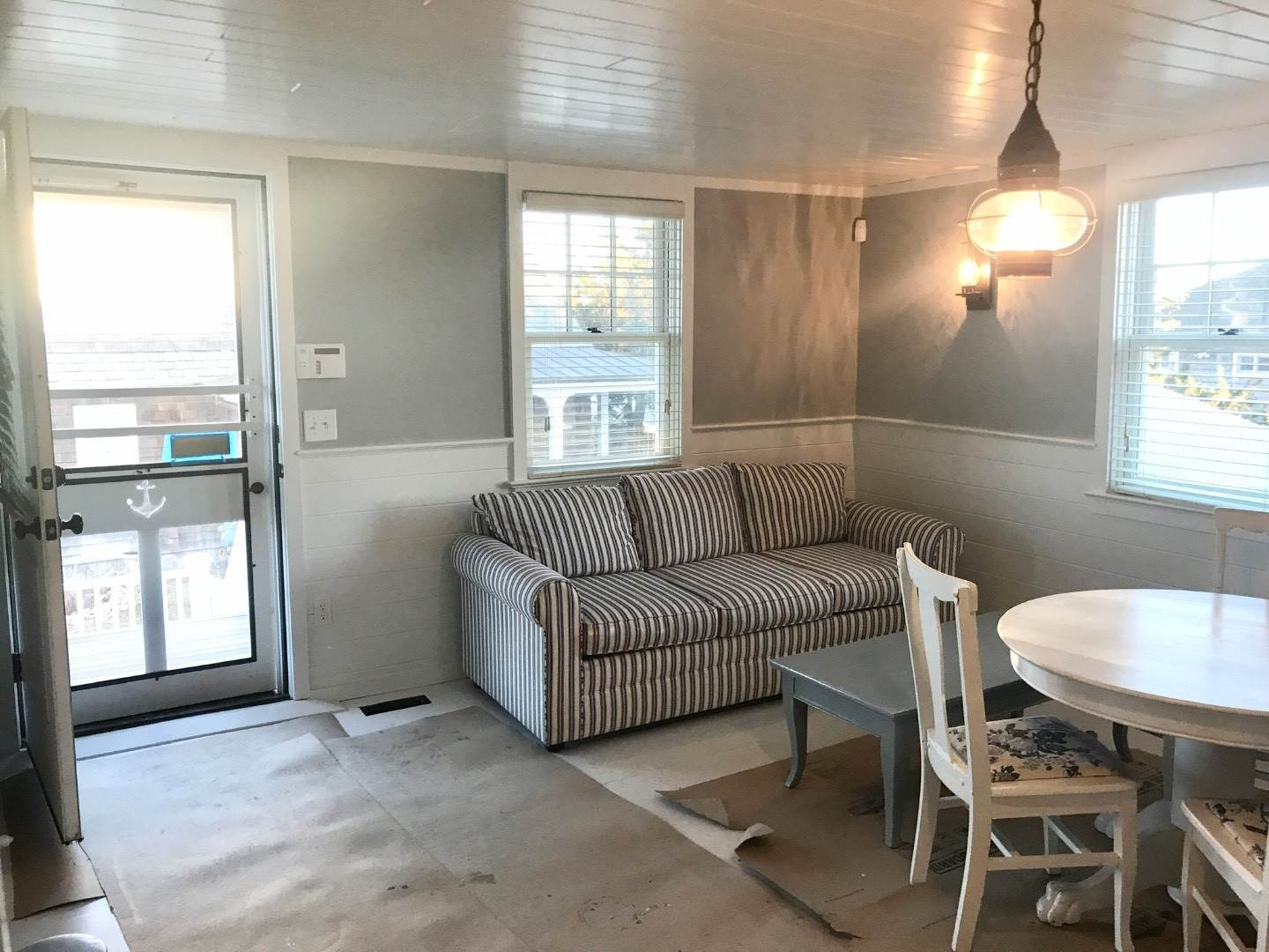 16. Single Family Home at Beachy, Soh Waterfront Cottage Southampton, NY 11968