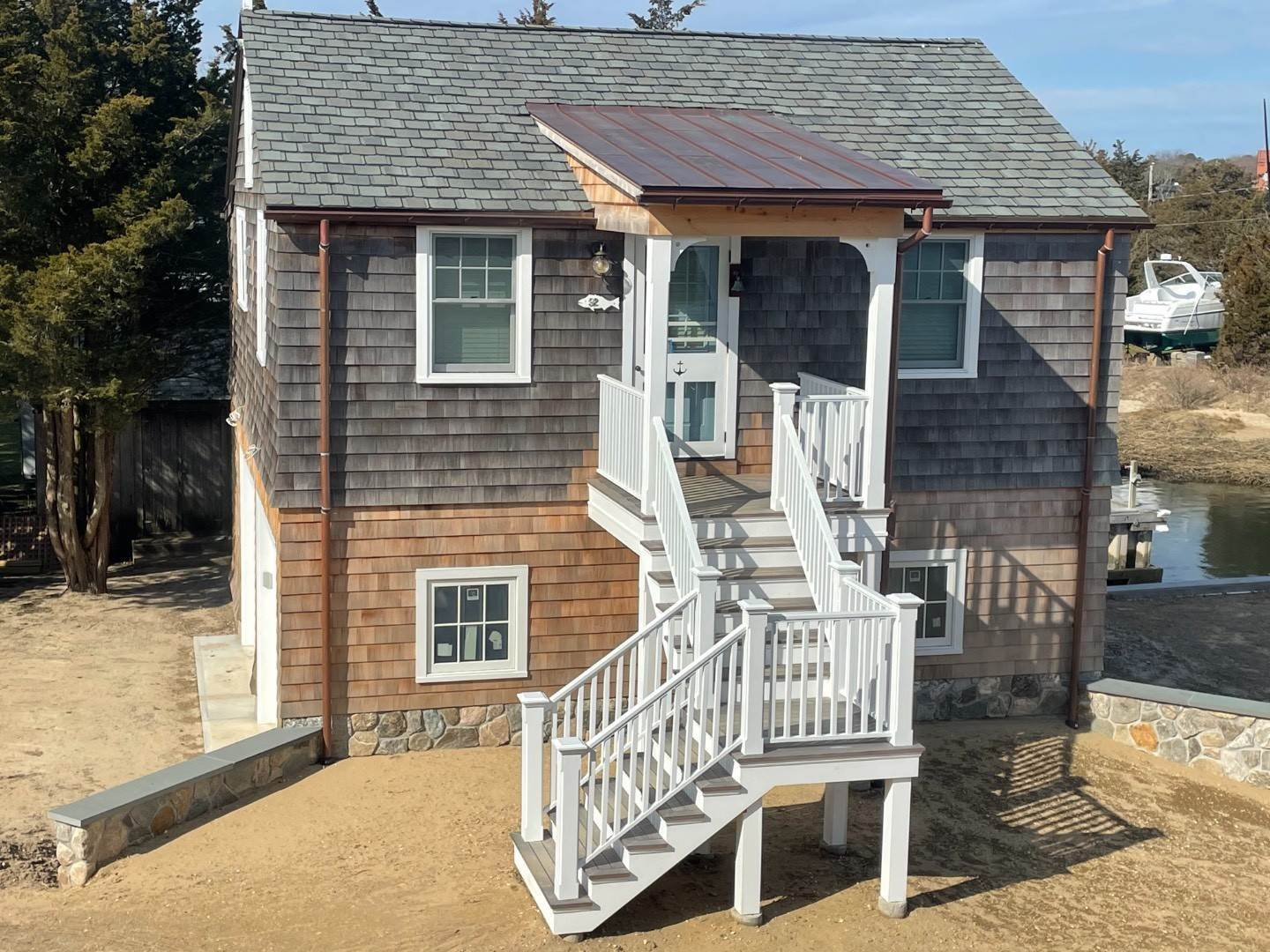 2. Single Family Home at Beachy, Soh Waterfront Cottage Southampton, NY 11968