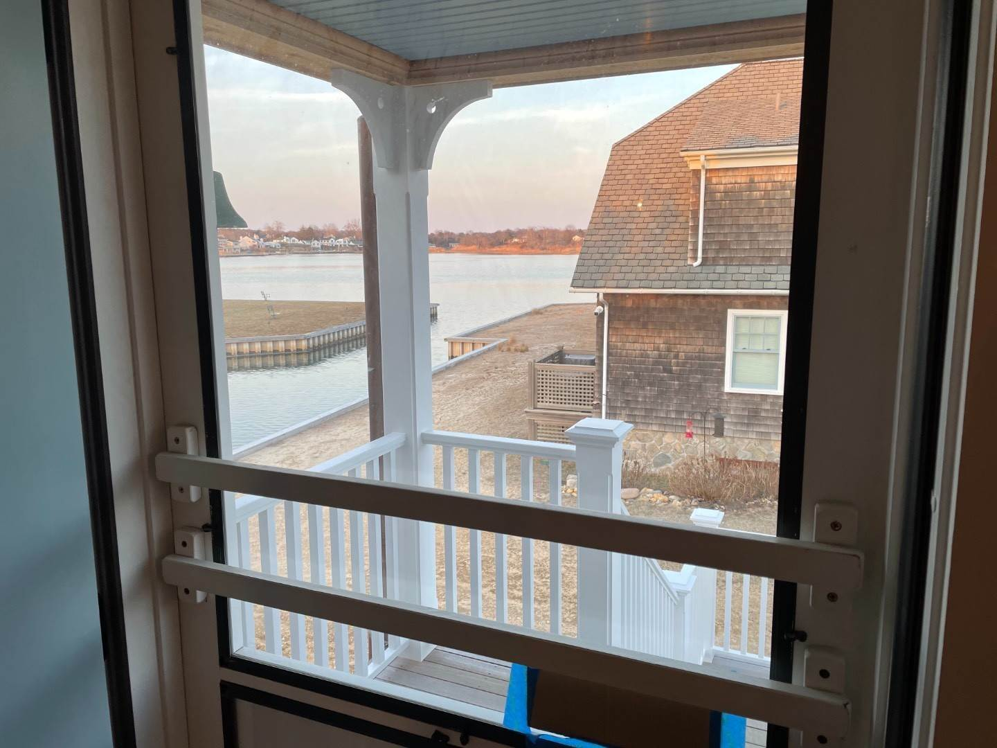19. Single Family Home at Beachy, Soh Waterfront Cottage Southampton, NY 11968