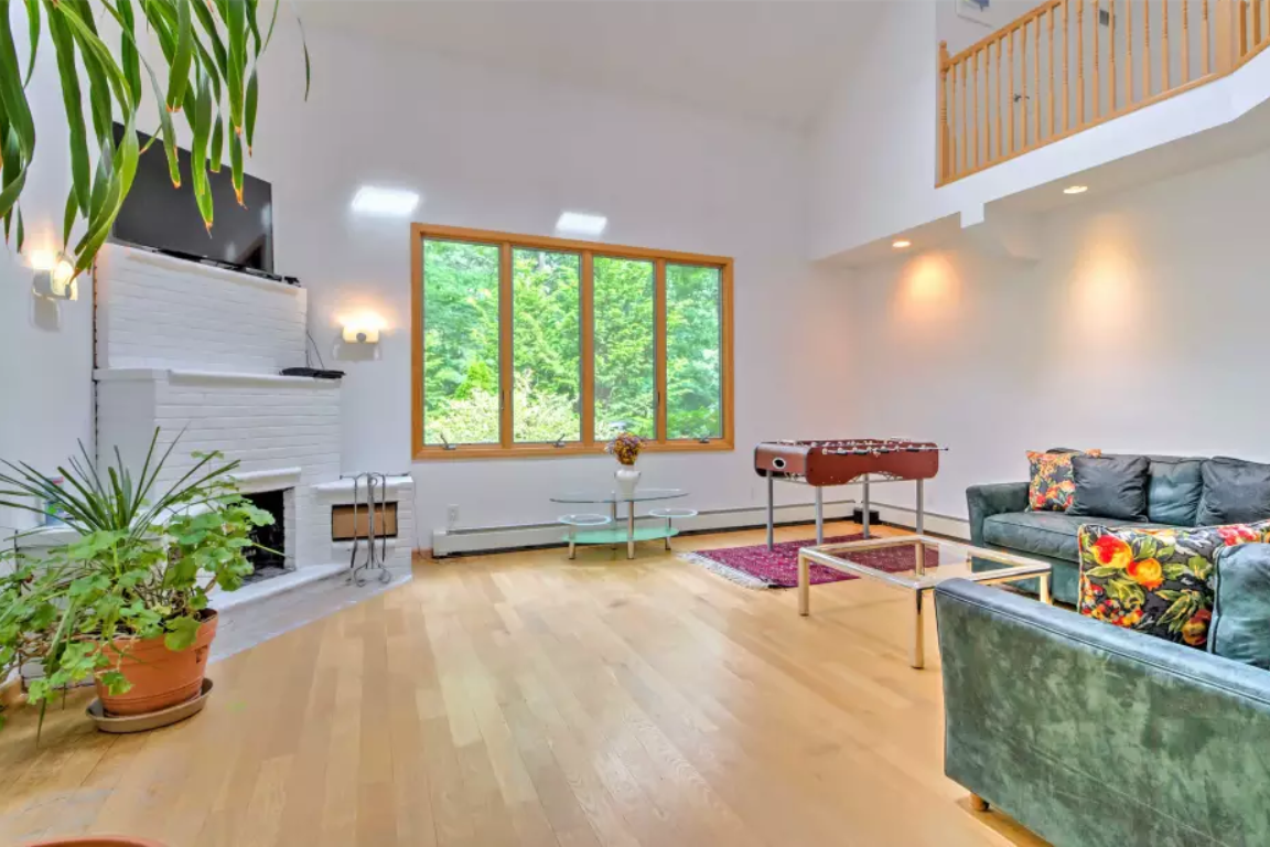 8. Single Family Home at Pristine And Modern Rental With New Heated Pool East Hampton, NY 11937