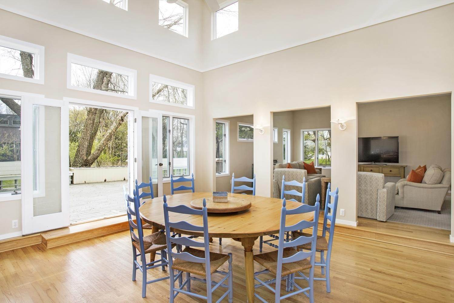 5. Single Family Home at Easy Living In The Lanes Amagansett, NY 11930