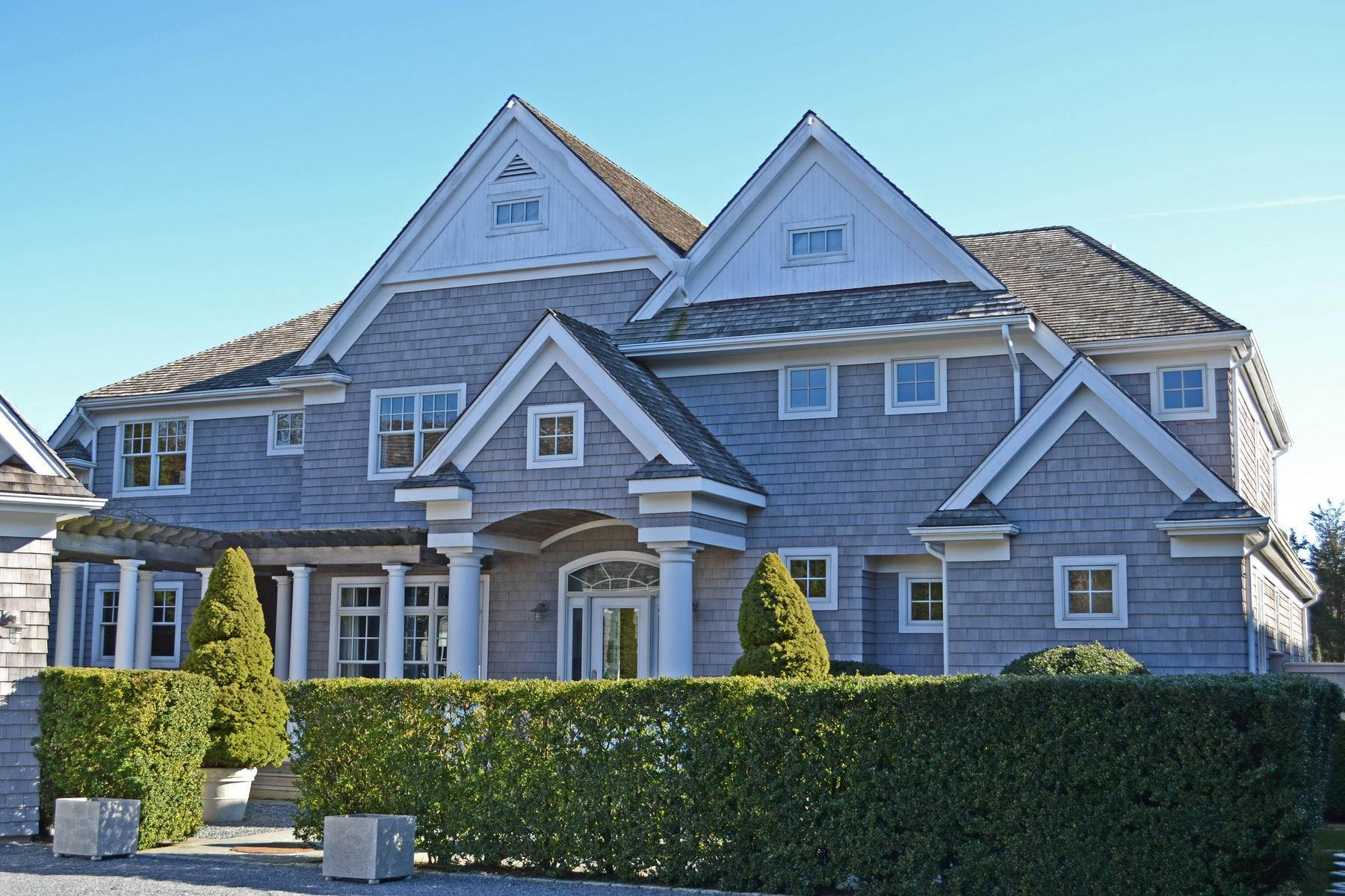 2. Single Family Home at Perfect South Of Highway Rental East Hampton, NY 11937