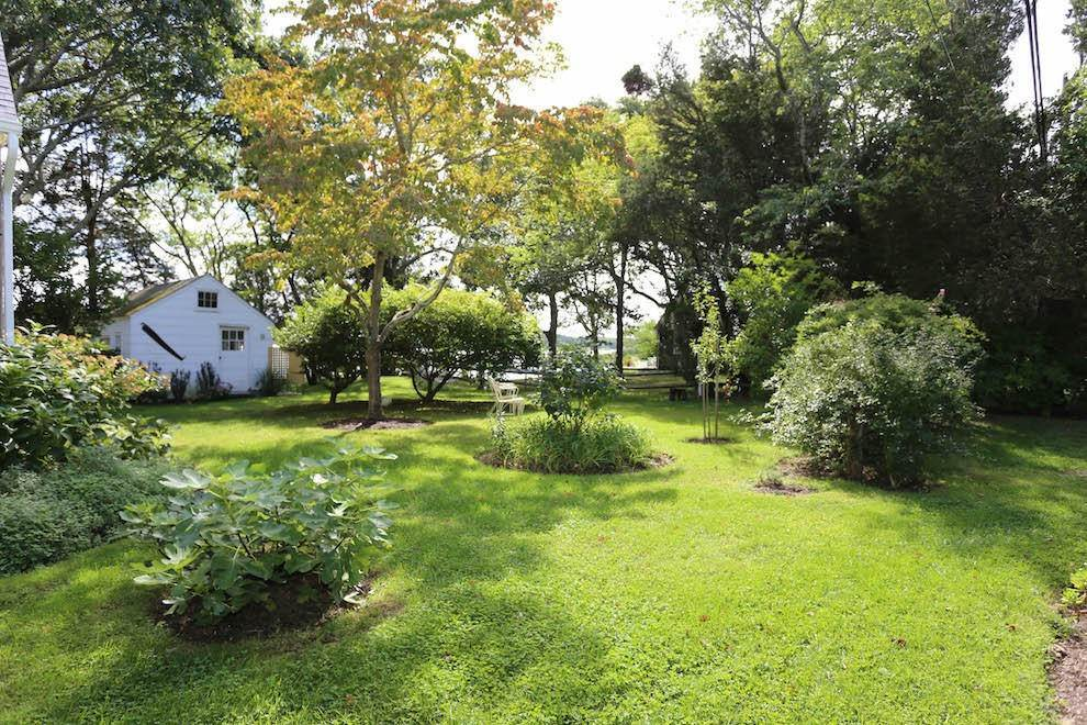 9. Single Family Home at Waterfront Style On Towd Point Southampton, NY 11968