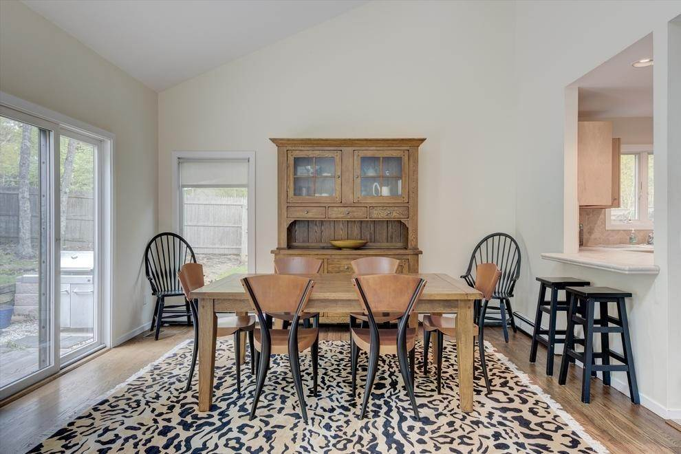 5. Single Family Home at East Hampton Easy & Open East Hampton, NY 11937