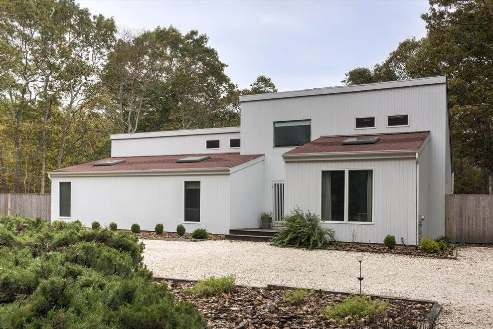 Single Family Home at East Hampton Easy & Open East Hampton, NY 11937