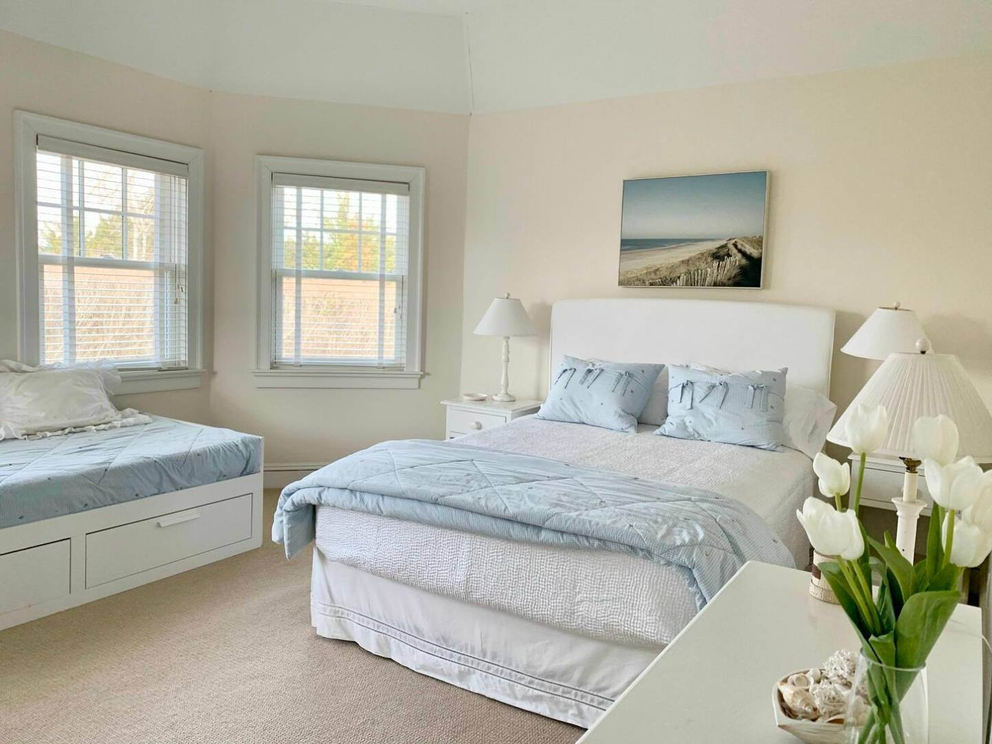 18. Single Family Home at Crisp And Beautifully Detailed Southampton Village Home Southampton, NY 11968