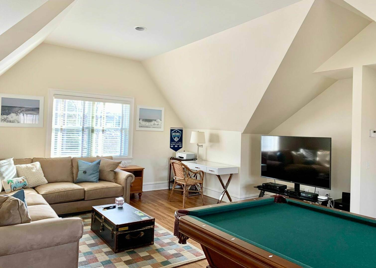 22. Single Family Home at Crisp And Beautifully Detailed Southampton Village Home Southampton, NY 11968