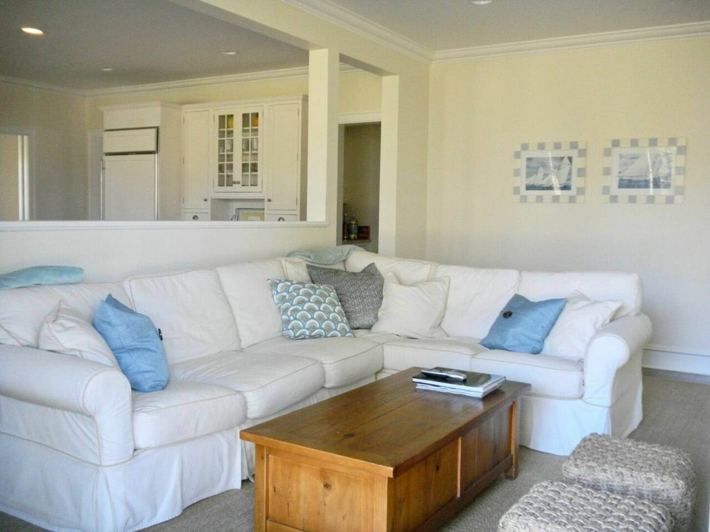 9. Single Family Home at Crisp And Beautifully Detailed Southampton Village Home Southampton, NY 11968