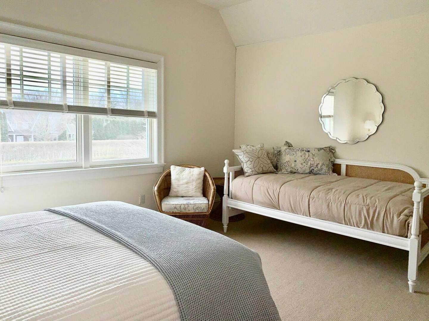 20. Single Family Home at Crisp And Beautifully Detailed Southampton Village Home Southampton, NY 11968
