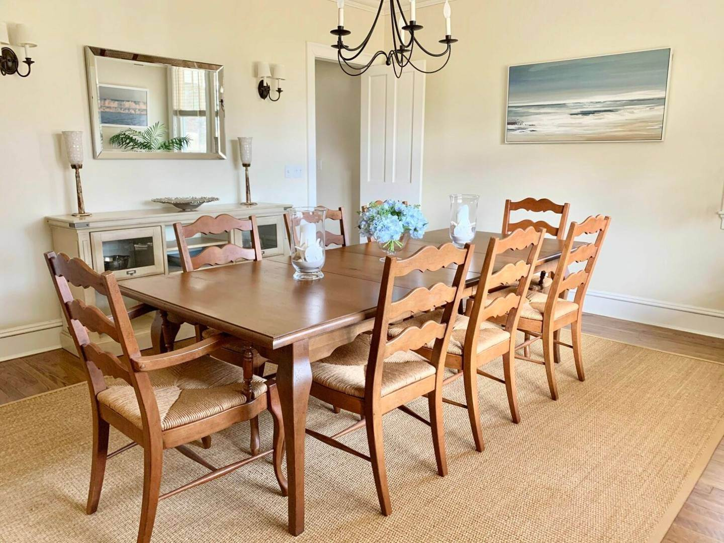 5. Single Family Home at Crisp And Beautifully Detailed Southampton Village Home Southampton, NY 11968