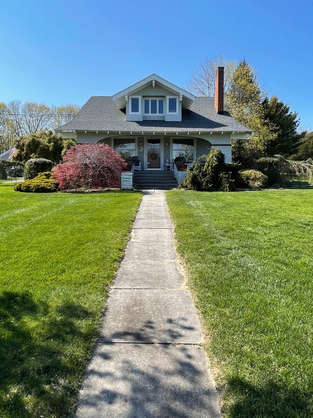 16. Single Family Home at Craftsman Home On Quiet Road,Walk To Water And Kayak! Eastport, NY 11941