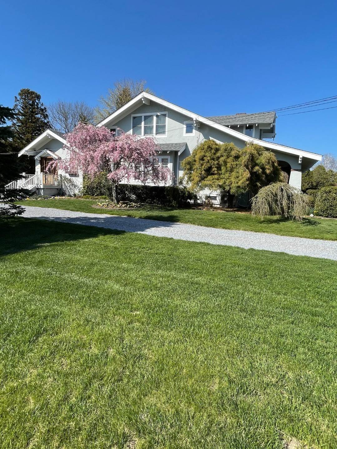 21. Single Family Home at Craftsman Home On Quiet Road,Walk To Water And Kayak! Eastport, NY 11941