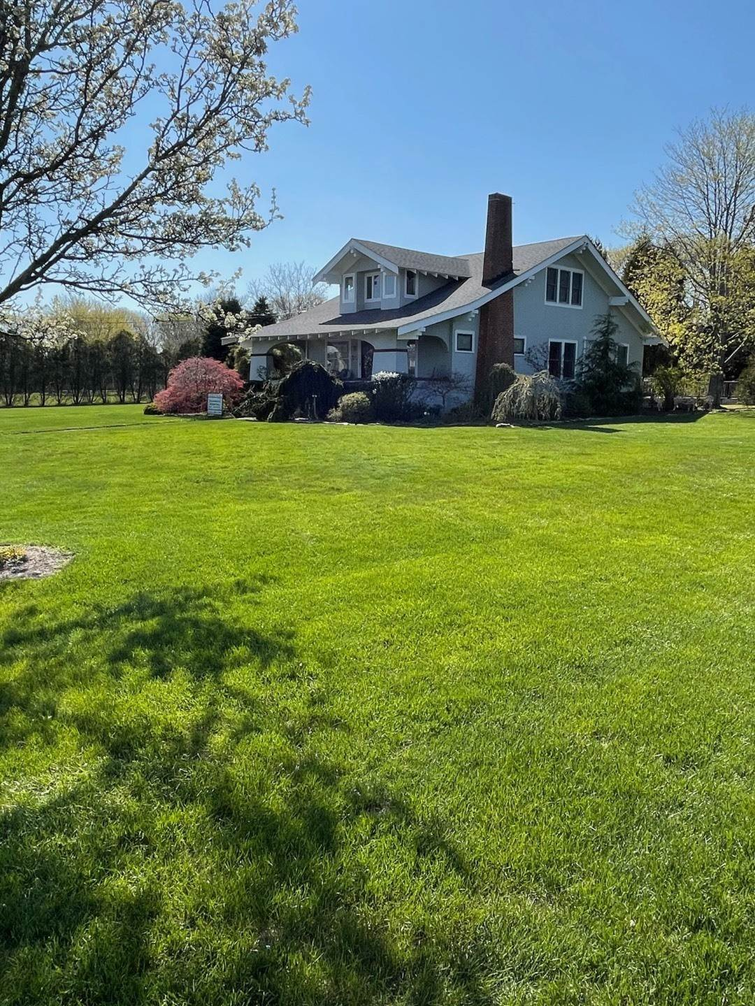14. Single Family Home at Craftsman Home On Quiet Road,Walk To Water And Kayak! Eastport, NY 11941
