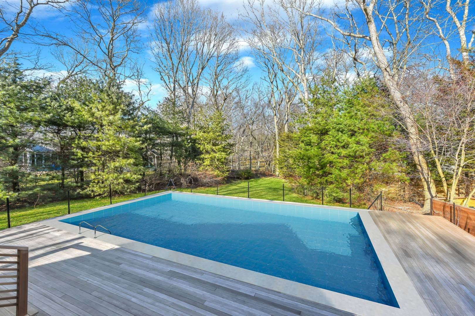 3. Single Family Home at Private And Chic 3 Bedroom With Brand New Gunite Pool! East Hampton, NY 11937
