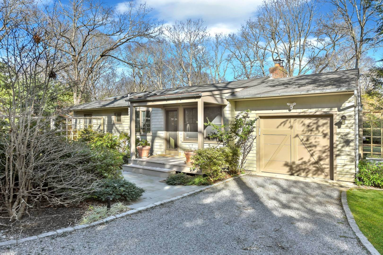 2. Single Family Home at Private And Chic 3 Bedroom With Brand New Gunite Pool! East Hampton, NY 11937