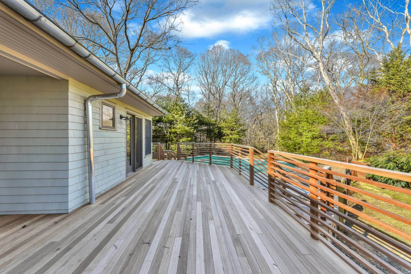 4. Single Family Home at Private And Chic 3 Bedroom With Brand New Gunite Pool! East Hampton, NY 11937