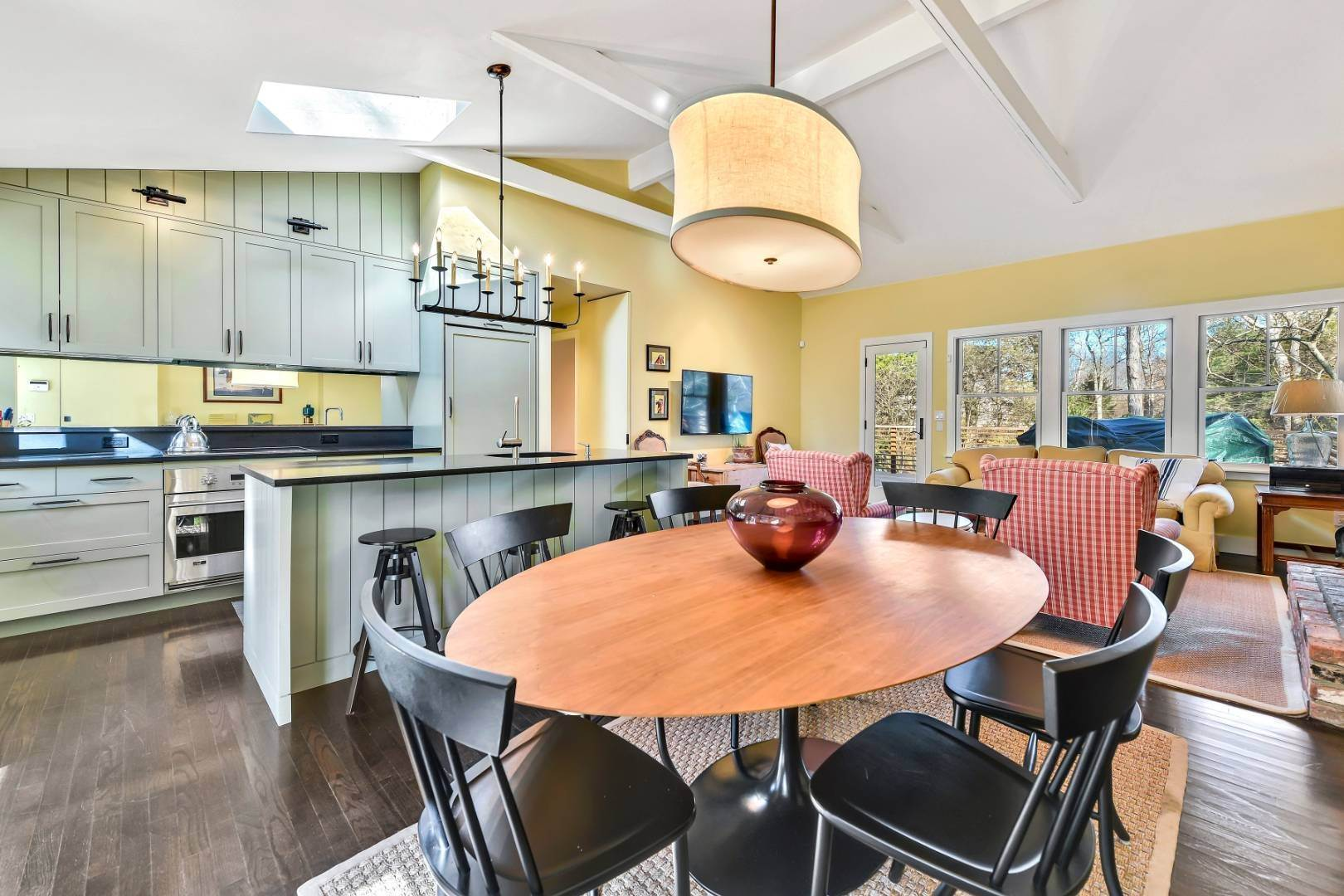 5. Single Family Home at Private And Chic 3 Bedroom With Brand New Gunite Pool! East Hampton, NY 11937