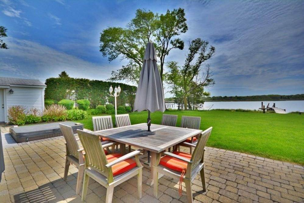 11. Single Family Home at South-Of-The-Highway Southampton Waterfront Retreat Southampton, NY 11968
