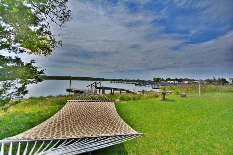 14. Single Family Home at South-Of-The-Highway Southampton Waterfront Retreat Southampton, NY 11968