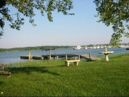 Single Family Home at South-Of-The-Highway Southampton Waterfront Retreat Southampton, NY 11968