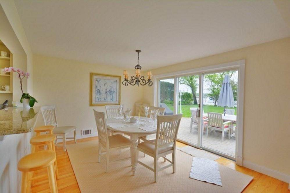 9. Single Family Home at South-Of-The-Highway Southampton Waterfront Retreat Southampton, NY 11968