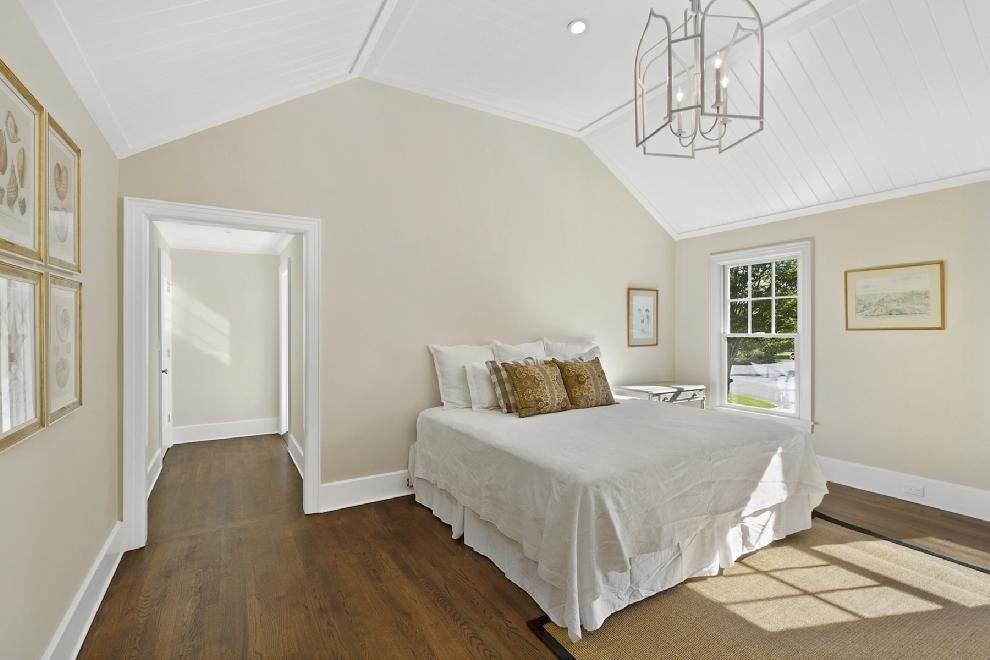 10. Single Family Home at Classic Village Home-Brand New Southampton, NY 11968