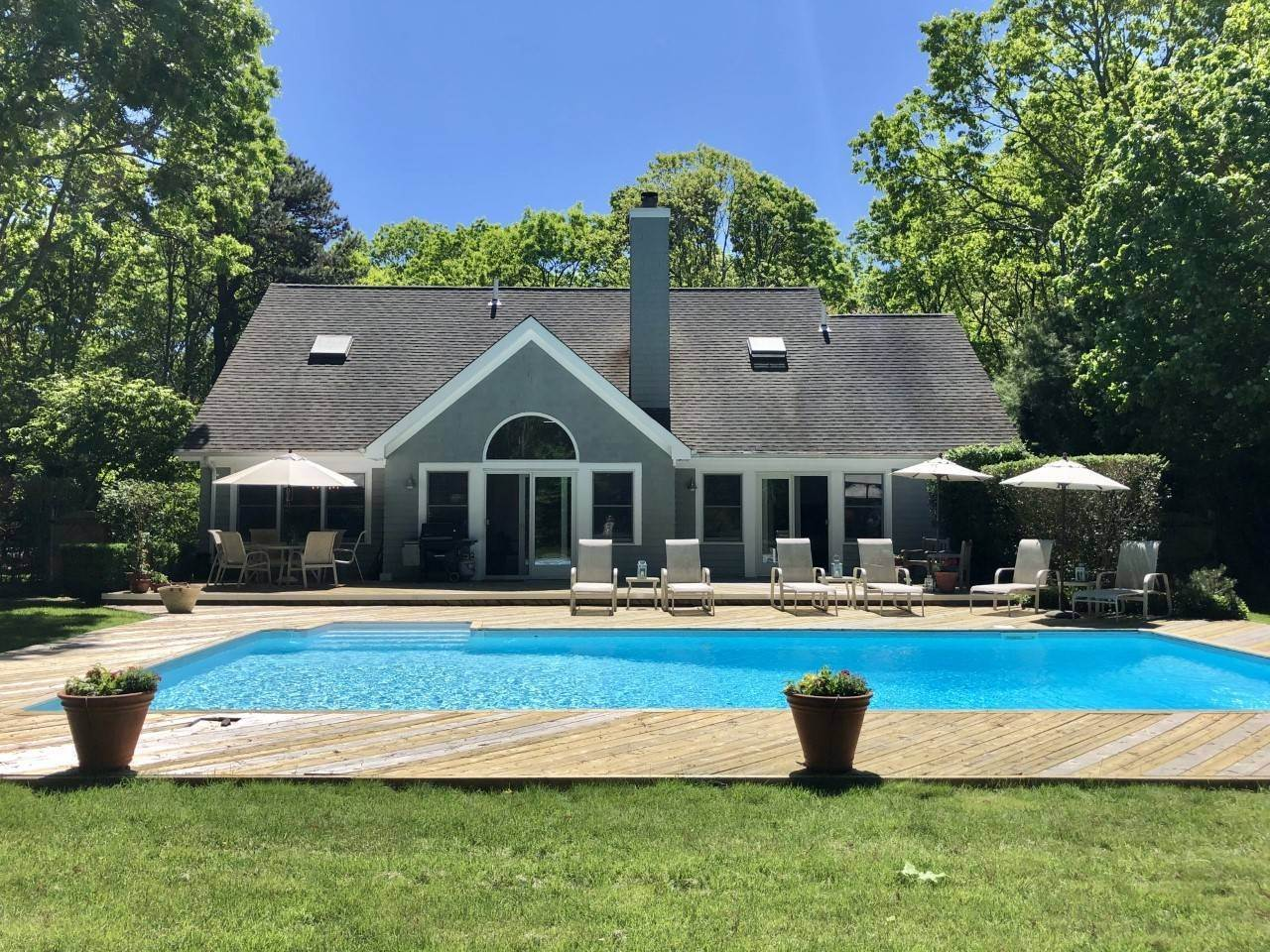 4. Single Family Home at New East Hampton Post Modern East Hampton, NY 11937