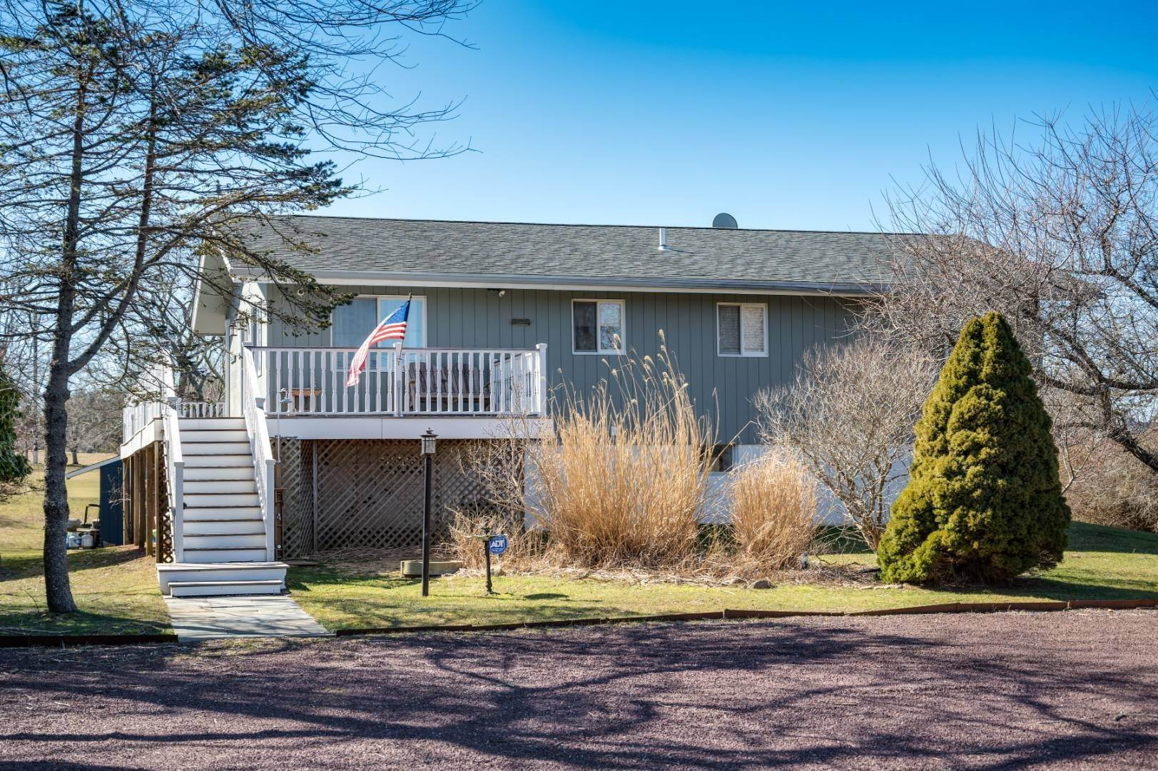 Single Family Home at Spacious Summer Rental On The Golf Course Montauk, NY 11954